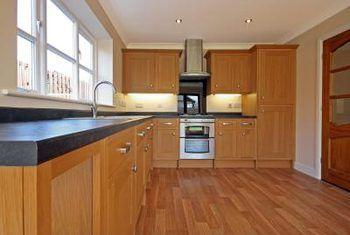 Un buen tipo de piso de madera contrastante y sombra para haya