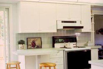 ¿Cuál es mejor para pisos de cocina, porcelana o baldosas de cerámica?