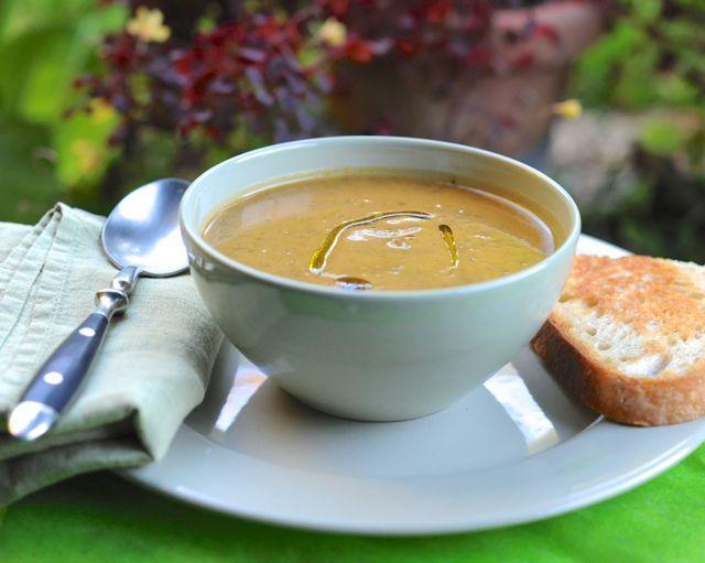 Sopa de papa dulce, verde y sabia, adaptada con amor